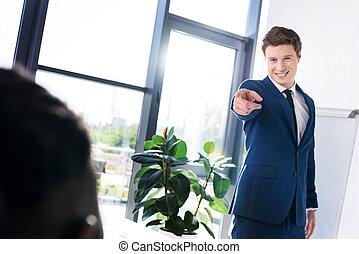 collègue, homme affaires, pointage