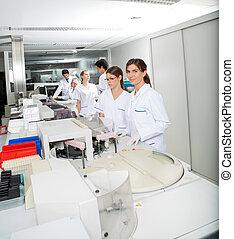 collègue, technicien, fonctionnement, laboratoire