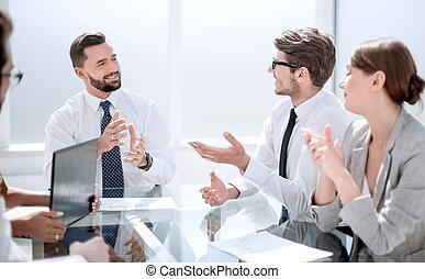 collègues affaires, discuter, plan.