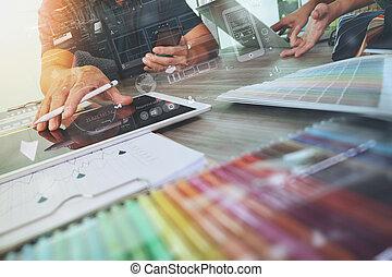 collègues, bois, discuter, intérieur, bureau, échantillon, données, conception, tablette, matériel, deux, numérique, informatique, concepteur, ordinateur portable, concept, diagramme
