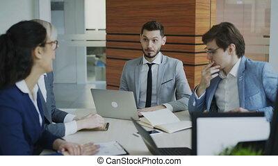 collègues, bureau, business, execuctive, moderne, directeur, plan, table, séance, discuter