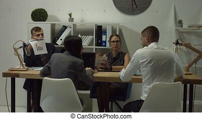 collègues, bureau fonctionnant, espace, business, ouvert