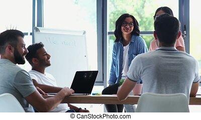 collègues, bureau, positif, idées, leur, brain-storming
