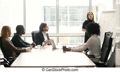 collègues, donner, femme affaires, présentation, multi-ethnique, réunion salle réunion