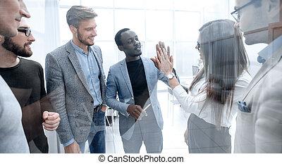 collègues, groupe, donner, jeune, élevé, autre, cinq, chaque