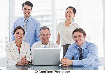 collègues, ordinateur portable, business, bureau