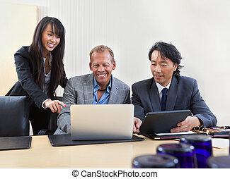 collègues, ordinateur portable, fonctionnement