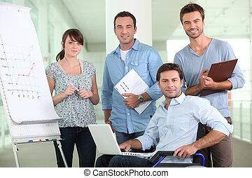 collègues, ouvrier, fauteuil roulant, bureau