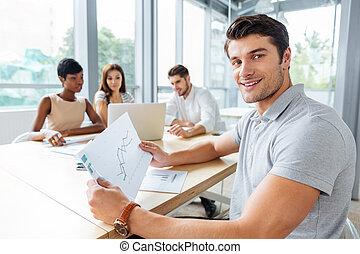 Collègues, sien, bureau, fonctionnement, réussi, homme affaires