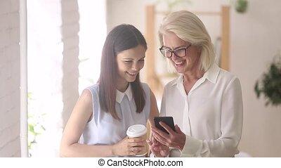 collègues, smartphone, app, âges, différent, discuter,...