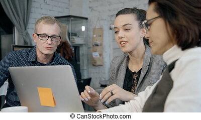 collègues, stratégie, planification projet, ligne, nouveau, rappel, ou