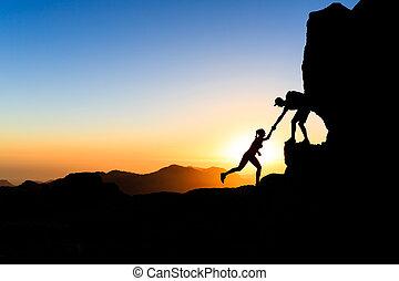 collaboration, couple, escalade, main aidant