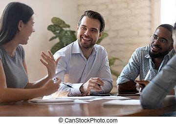 colleagues, женщина, бизнес, шутка, говоря, мужской, встреча, счастливый