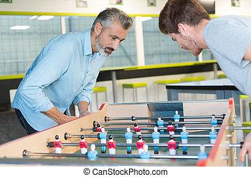 colleagues, játék, asztal futball, játék, belső, hivatal
