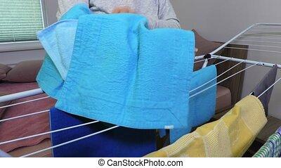 collects, séchoir, femme foyer, serviettes