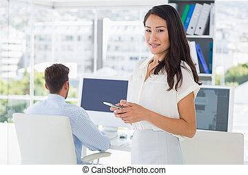 collega, achtergrond, kunstenaar, tekst, vrouwlijk, messaging