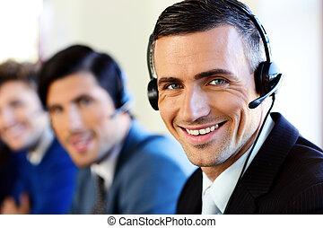 collega's, centrum, kantoor, businesspeople, jonge, roepen, het glimlachen