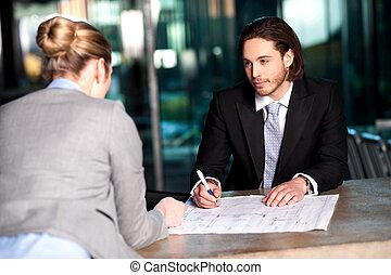 collega's, het bespreken, plan, zakelijk