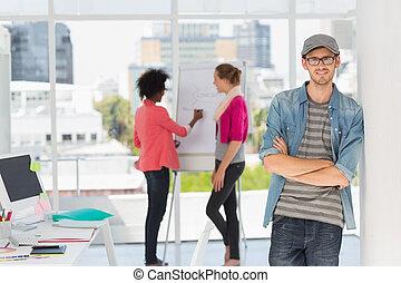 collega's, kantoor, kunstenaar, achtergrond, mannelijke , ongedwongen