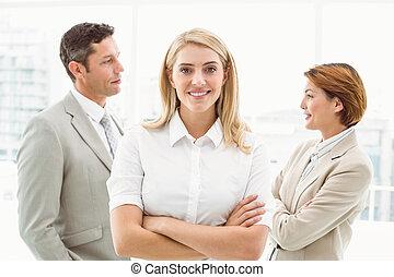 colleghi, donna d'affari, ufficio, dietro
