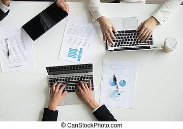 colleghi, lavorativo, cima, laptops, durante, riunione, vista