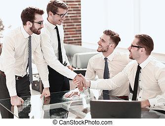 colleghi, stretta di mano, posto lavoro