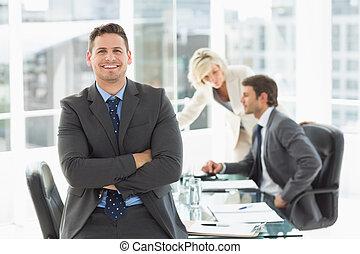 colleghi, ufficio, discutere, uomo affari