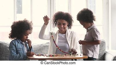 collier, africaine, corder, enfants, portion, perles, deux, ...