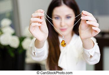 collier, garder, femme, saphir, jaune