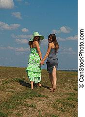 colline, filles, deux, pieds nus