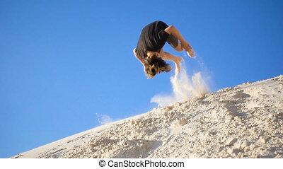 colline, mouvement, garçon, sauter, lent, sable, actif