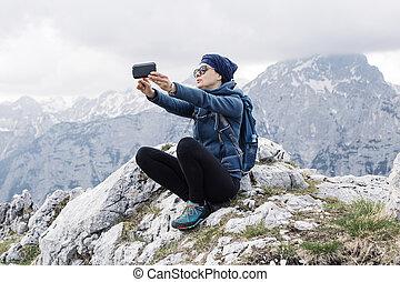 collines, elle, selfie, randonneur, téléphone, femme, fond, confection, intelligent