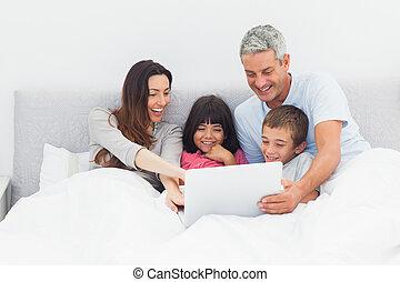 colo, seu, usando, mentindo, cama, família