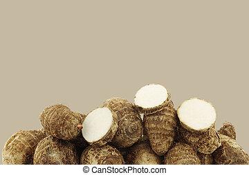 (colocasia), taro, raíces