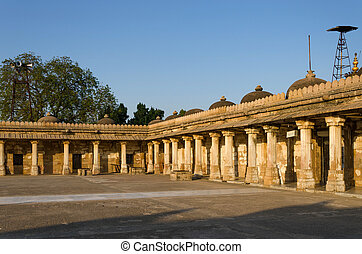 colonnaded, chiostro, di, storico, tomba, di, mehmud, begada