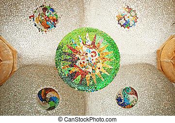coloré, carreau, mosaïque, sur, les, plafond, de, les, hypostyle, salle, dans, parc guell, dans, barcelona.