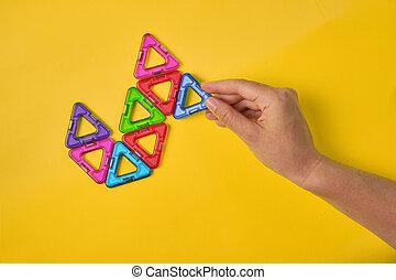 coloré, construire supérieur, blocs, fond jaune, vue, magnétique