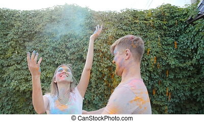 coloré, peintures, couple, jeune, jouer, heureux