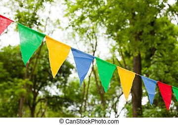 color, banderitas, banderas