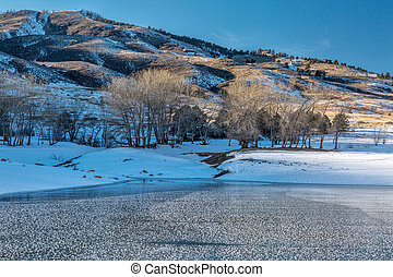 colorado, lago montanha, em, inverno