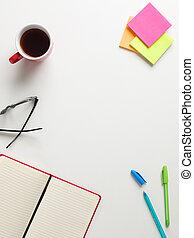 colorato, promemoria, verde, quaderno, aperto, occhiali, penna, centro, testo, tazza, sfondo bianco, vista, spazio, caffè, blu, cima rossa