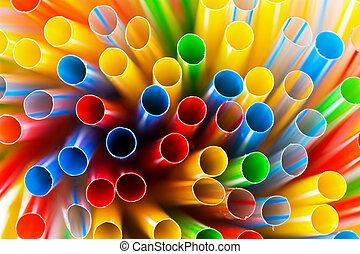 coloreado, plástico, paja de bebida, primer plano