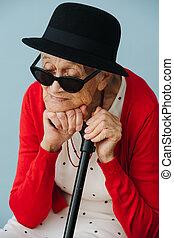 colorfully, nő, maradék, öltözött, otthon, szék, idősebb ember