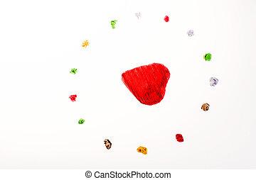 colorido, arrugado, papeles, alrededor, un, corazón rojo