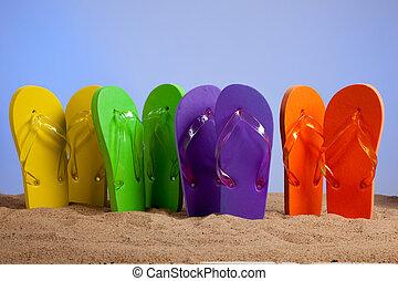 colorido, flip-flop, sandles, en, un, playa arenosa