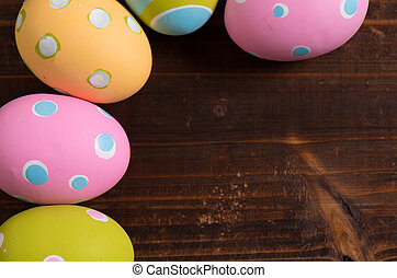 colorido, huevos de pascua, en, un, de madera, plano de fondo
