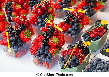 colorido, stall., arreglo, fruta, listo, fresco, bayas, ...