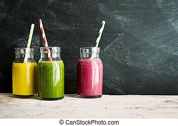 colorido, tres, pajas, fruta, tarros, bebidas