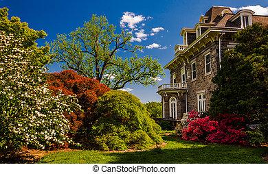 coloridos, árvores, e, arbustos, atrás de, a, mansão, em,...