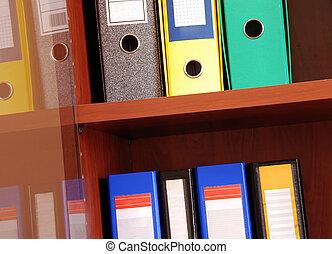 coloridos, arquivos, em, escritório, prateleira